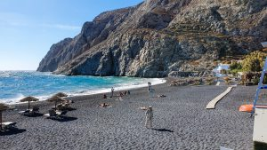 End of the Kamari Beach at the foot of Mesa Vouno
