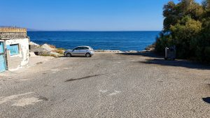 Parking on the west side of the Baxedes Beach